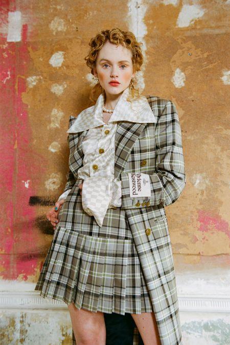 Monomakeup in peach shades Vivienne-Westwood