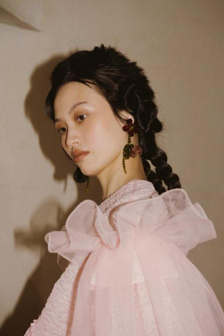Monomake-up in beige shades.  Fall-winter 2021-2022 collection Simone Rocha