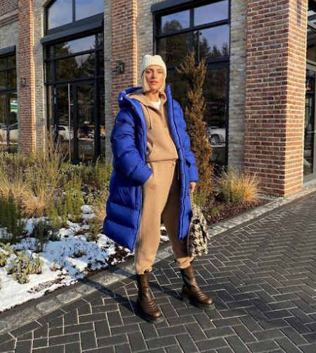 Beige tracksuit, blue down jacket and brown boots